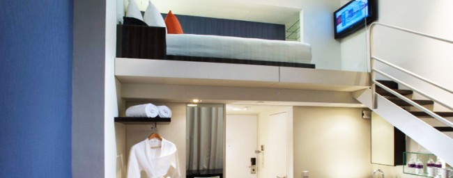 Small loft space hotel room spaced out for Hotel design studio