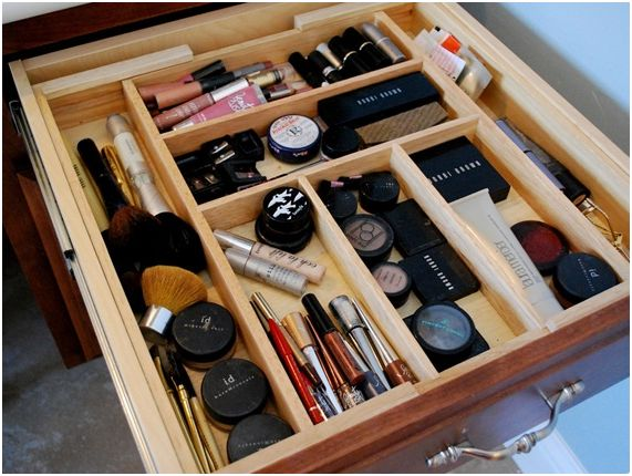 Make up tools divided in a drawer