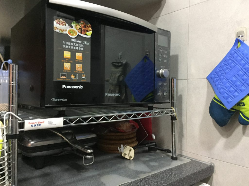 Convection oven on a modular shelf riser