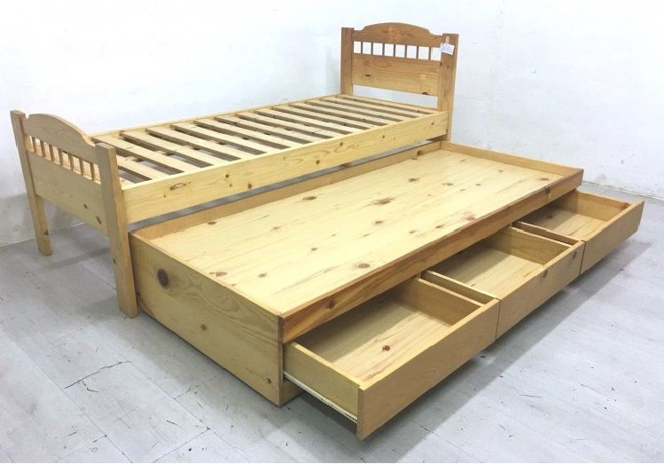Wooden trundle bed with 3 drawers